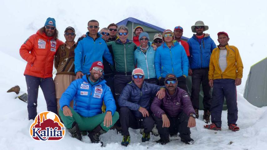 A Gasherbrum I alaptáborában tartózkodók csapatképe